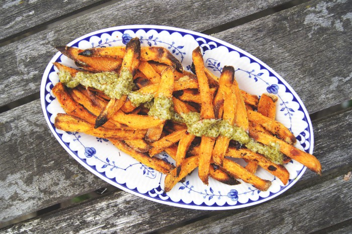 foodlattio_sweet-potato-chips_baked_crispy1